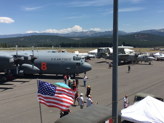 Slider airshow c130 with flag