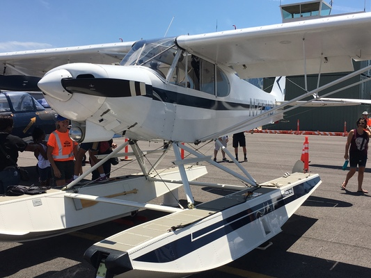 Slider airshow float plane cub